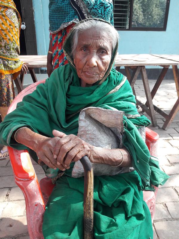 ৮৫ বছর বয়সের হাসিনা কবে পাবেন বয়স্কভাতা কার্ড?