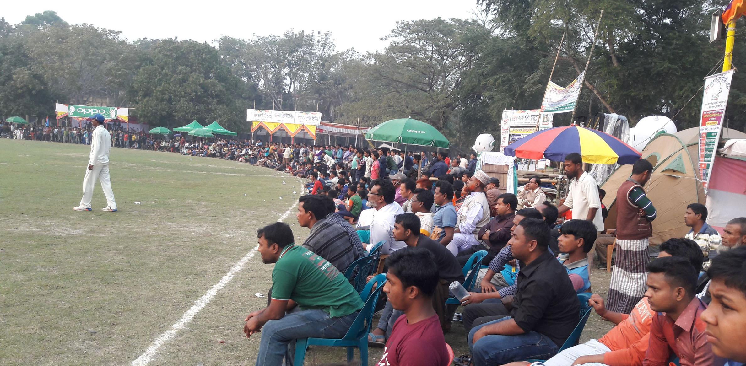 সাতক্ষীরায় চায়না বাংলা ক্রিকেট টুর্নামেন্টের প্রথম সেমিতে জয় পেয়েছে টাউন স্পোটিং ক্লাব