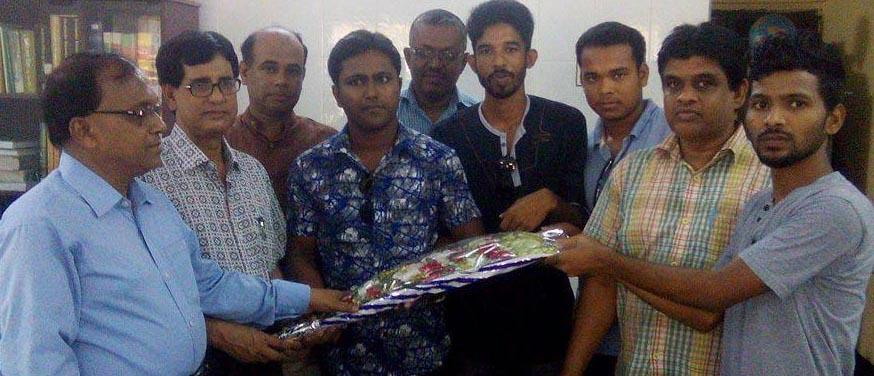 সাতক্ষীরা সরকারি কলেজের নবনিযুক্ত অধ্যক্ষকে ছাত্রমৈত্রীর শুভেচ্ছা