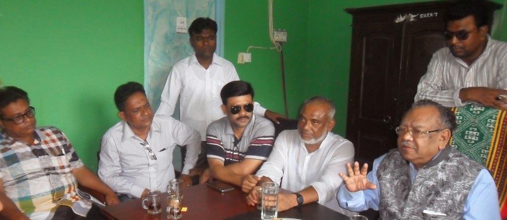 দেবহাটায় সাংবাদিকদের সাথে এমপি রুহুল হকের মতবিনিময়