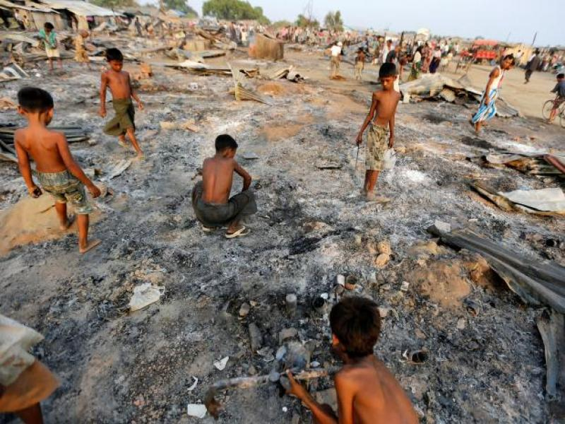 রোহিঙ্গাদের বিরুদ্ধে মানবতাবিরোধী অপরাধরাখাইনে হত্যা-ধর্ষণ-উচ্ছেদের বিপুল আলামত পেয়েছে এইচআরডব্লিউ