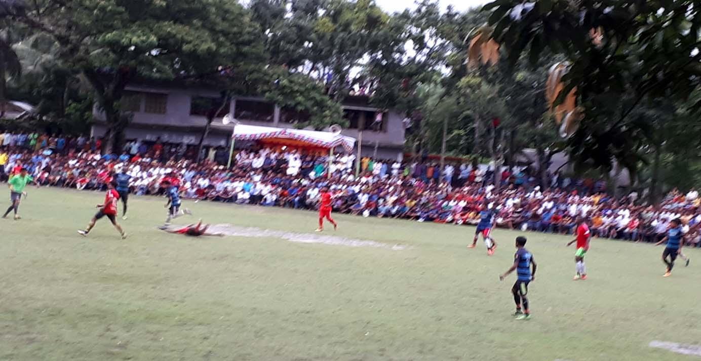 কালিগঞ্জের সাদপুরে লাখ টাকার ফুটবল টুর্নামেন্টে শ্যামনগরের ভুরুলিয়া ফাইনালে