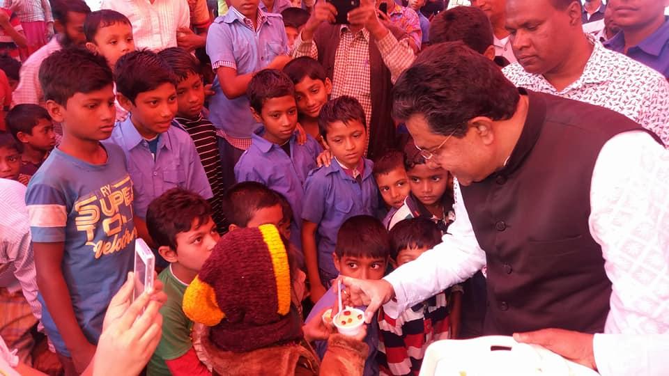 শ্যামনগরে নাগবাটি সর: : বিদ্যালয়ে মিড ডে মিলের শুভ উদ্বোধন করলেন:এমপি জগলুল হায়দার