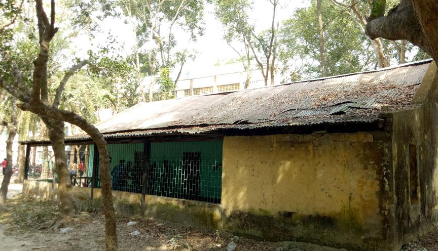 কমনরুম বন্ধ থাকায় সাতক্ষীরা সরকারি কলেজে খেলাধূলা ব্যাহত