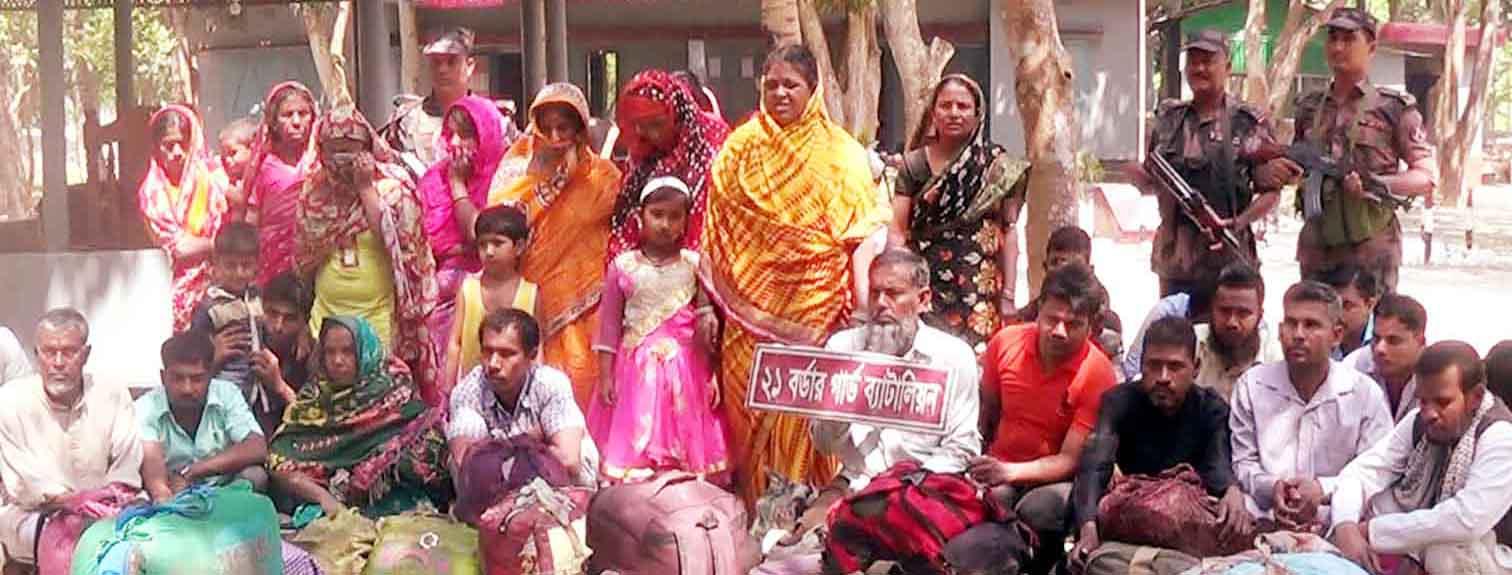 বেনাপোল দৌলতপুর সীমান্তে পাচারকারীসহ ৩৯ নারী পুরুষ আটক
