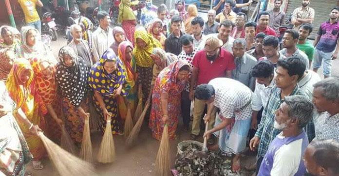 শ্রমিকদের সাথে রাস্তা ঝাড়– দিলেন এমপি জগলুল হায়দার