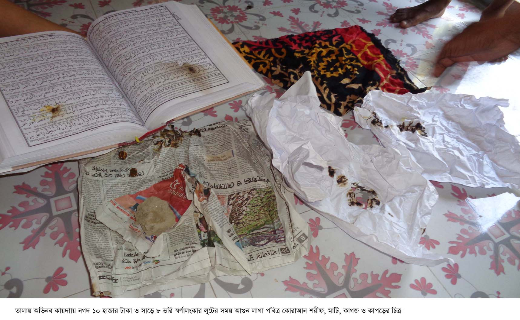 তালায় অভিনব কায়দায় ১০ হাজার টাকা ও সাড়ে ৮ ভরি স্বর্ণাংকার লুট