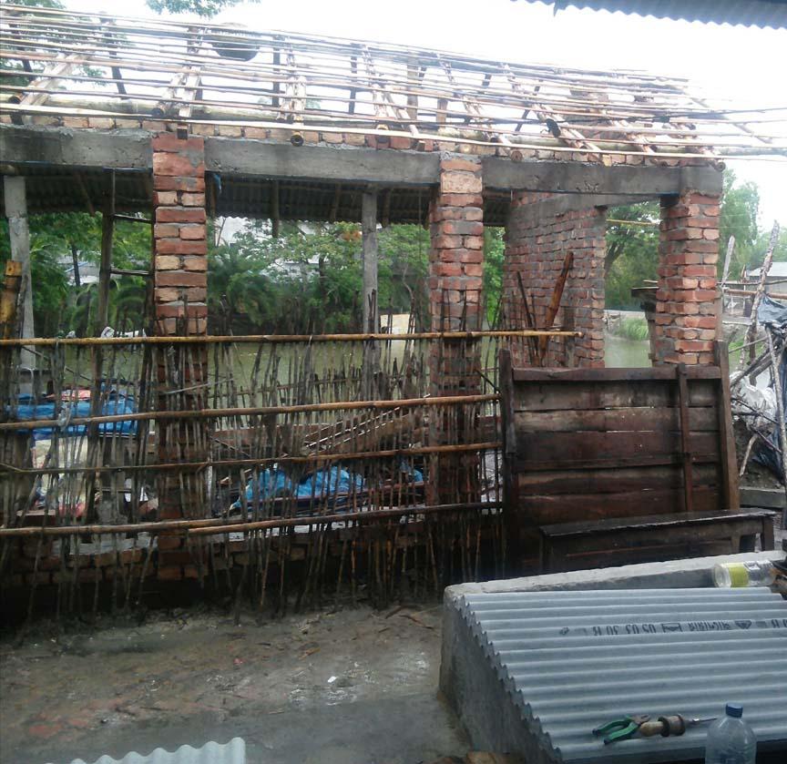 মুন্সিগঞ্জ বাজারে সরকারি জায়গা দখল করে পাকা ঘর নির্মাণ