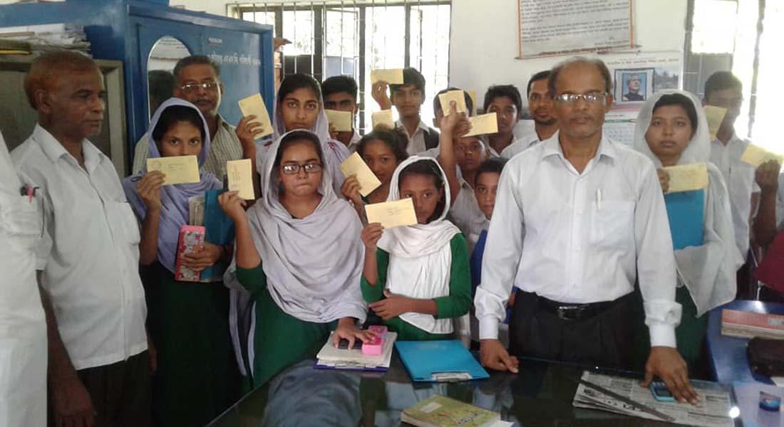 কলারোয়ার সিংগা হাইস্কুলে শিক্ষার্থীদের মাঝে বৃত্তির টাকা প্রদান