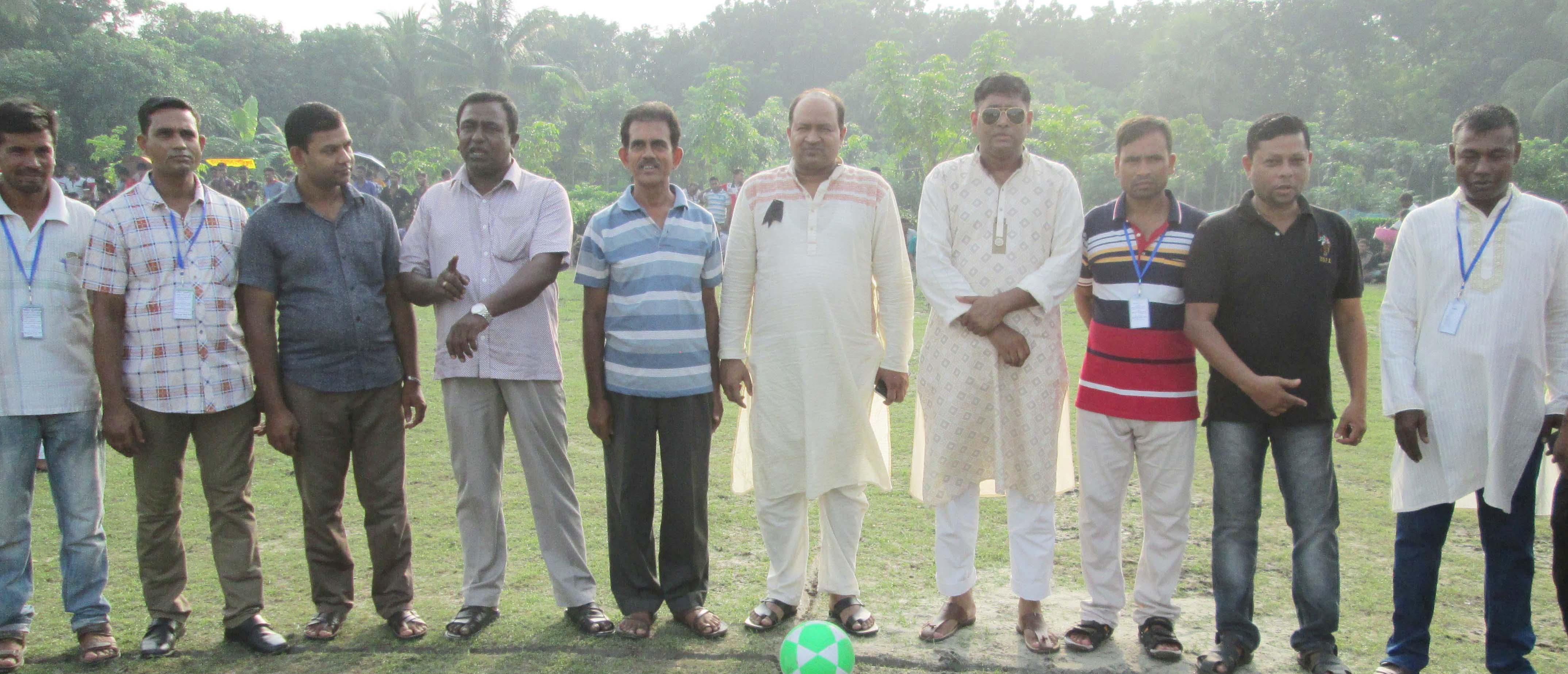 শ্রীরামপুরে শহীদ সুবেদার আবুল কাশেম স্মৃতি ৮দলীয় নক আউট ফুটবল টুর্নামেন্টের উদ্বোধন