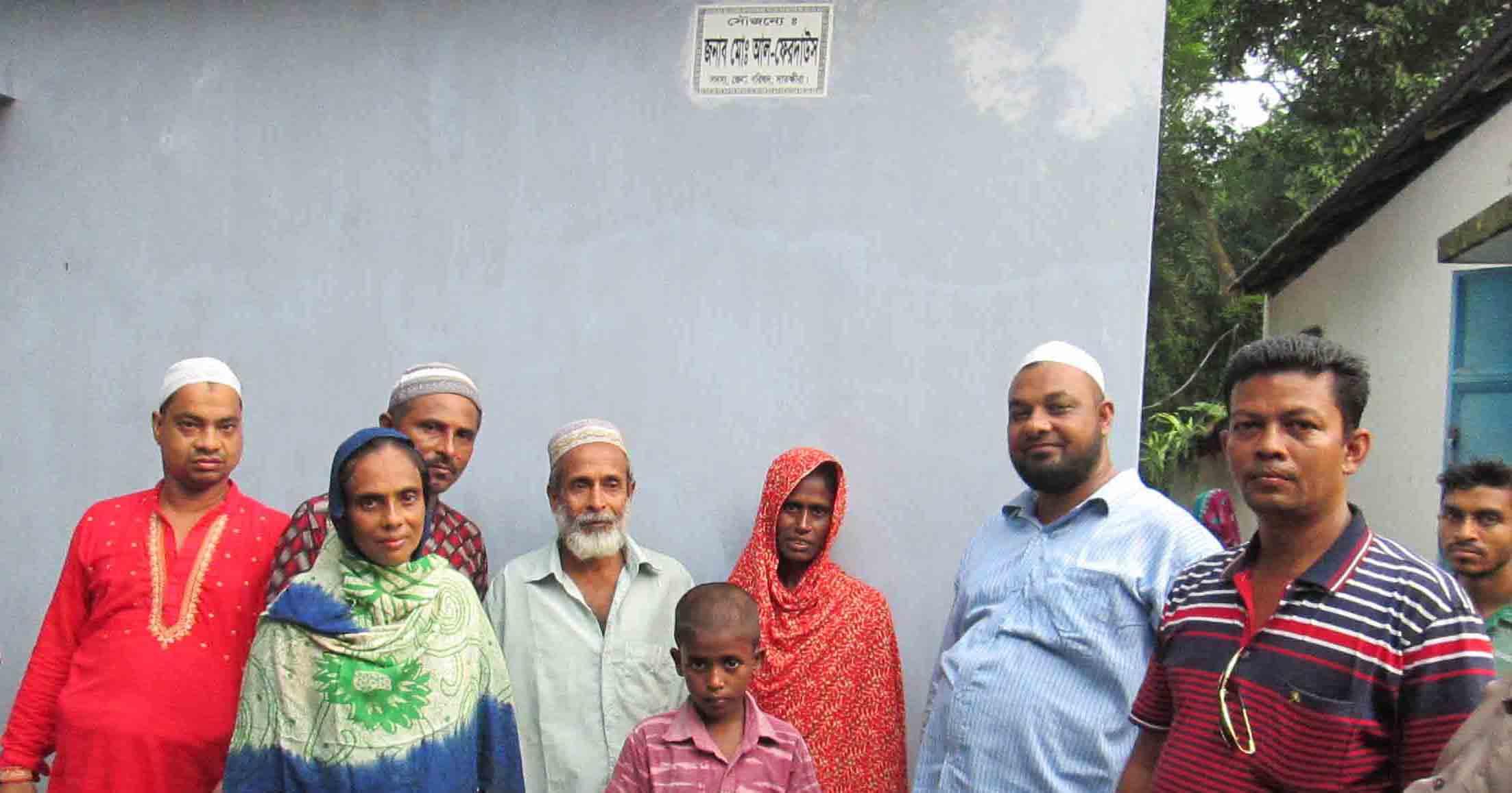 কুলিয়া দুস্থ পরিবারকে ঘর প্রদান করলেন জেলা পরিষদ সদস্য আলফা