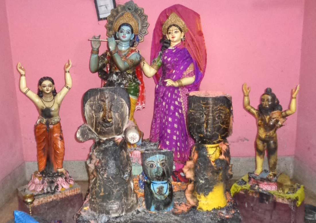 ঝাউডাঙ্গায় মন্দিরের তালা ভেঙে চারটি প্রতিমার গায়ে আগুন দেয়ার অভিযোগ