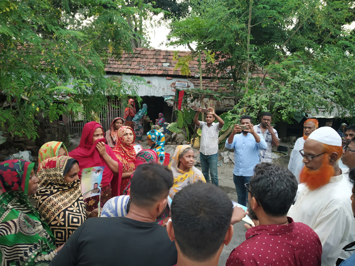 নৌকায় ভোট চেয়ে মনোনয়ন প্রত্যাশী আসাদুজ্জামান বাবুর নির্বাচনী গণসংযোগ