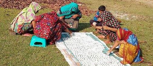 পাইকগাছায় কুমড়া বড়ি তৈরীতে গ্রামীন নারীদের ব্যস্ত সময় পার