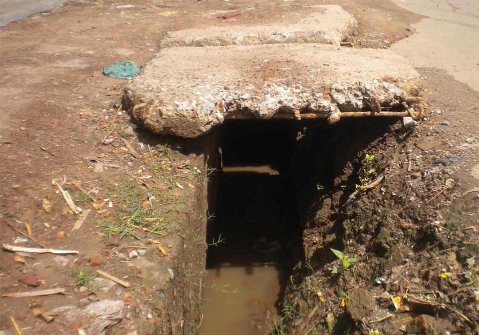 ভেঙে পড়েছে বেনাপোল-স্বরবাংহুদা ব্রিজ: চরম দুর্ভোগে পথচারিরা