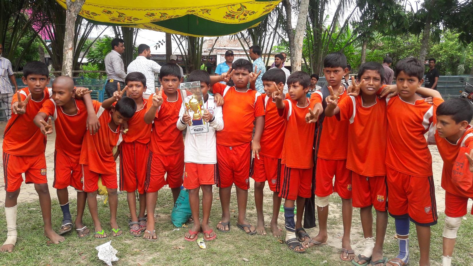 দেবহাটায় বঙ্গবন্ধু ও বঙ্গমাতা গোল্ডকাপ ফুটবল টুর্নামেন্টের উদ্বোধন