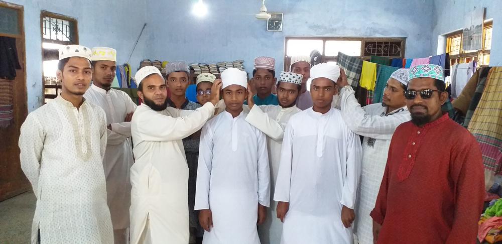 কাটিয়া শাহী মসজিদ হাফিজিয়া মাদ্রাসায় হাফেজদের পাগড়ি প্রদান
