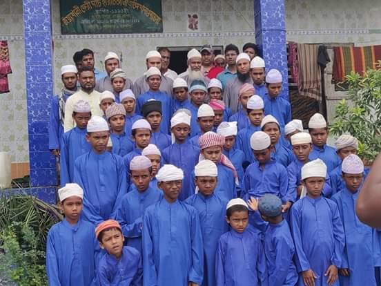 শ্যামনগরের কৈখালীতে এতিম ছাত্র শিক্ষকদের মাঝে নতুন পোশাক বিতরণ