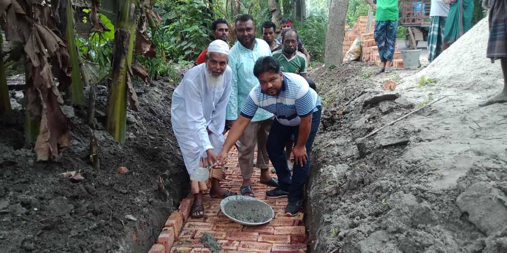 দেবহাটার কুলিয়ায় ড্রেন নির্মাণ কাজের উদ্বোধন