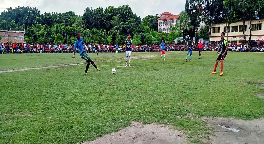 দেবহাটার কুলিয়ার শ্রীরামপুরে ফুটবল টুর্নামেন্টে ভাদড়াকে হারিয়ে ভোমরার জয়
