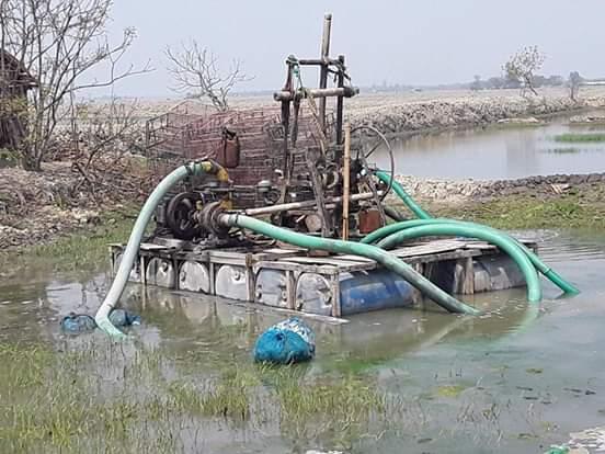 শ্যামনগরের গাবুরার খোলপেটুয়া নদী হতে অবৈধভাবে বালু উত্তোলন
