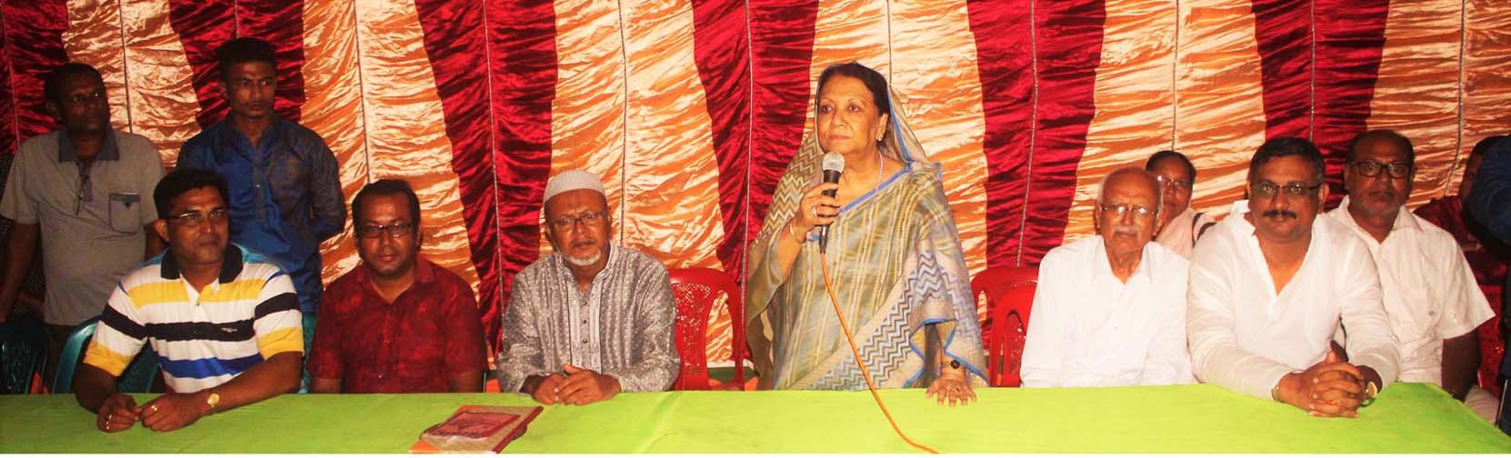 কেশবপুরে এমপি ইসমাত আরা সাদেক'র পূজা মন্ডপ পরিদর্শন