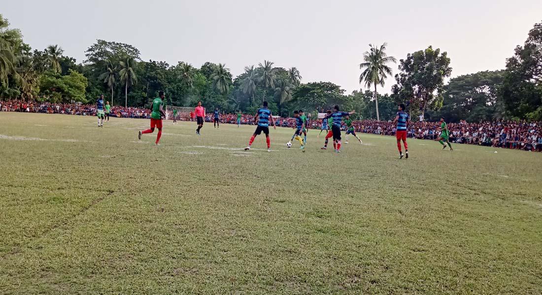 কালিগঞ্জে লাখ টাকার ফুটবল টুর্নামেন্টের ফাইনালে জিরনগাছার মিতালী সংঘ