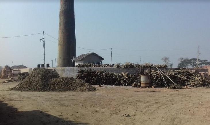 ইট পোড়াতে টায়ারের কালি: ক্যান্সার ঝুঁকিতে জনস্বাস্থ্য